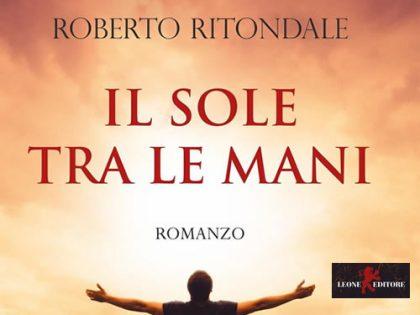 Il sole tra le mani <br> di Roberto Ritondale, Leone Editore